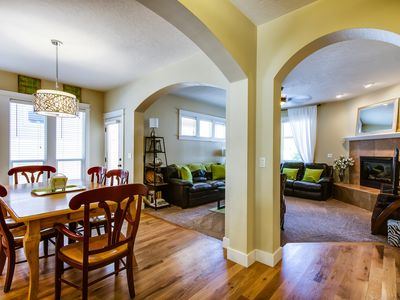 RELOCATION SPECIALIST AND SPECIALS AVAILABLE!! 3 bdrm 2bth, close to everything!