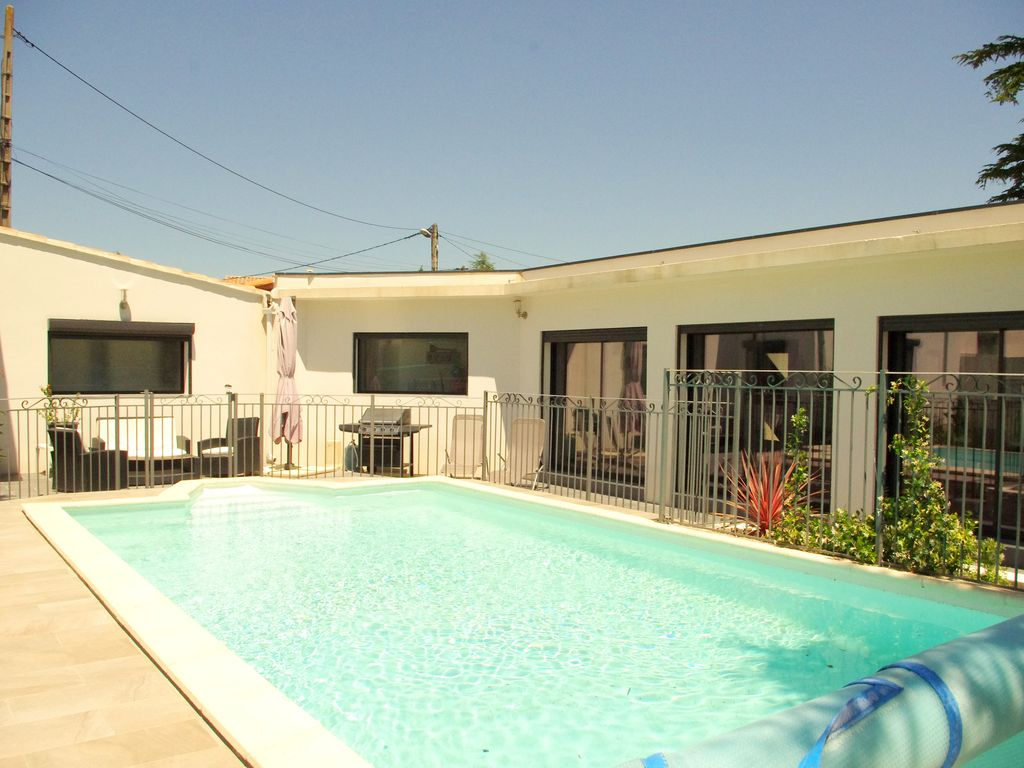 Villa contemporaine avec piscine les angles location for Piscine les angles