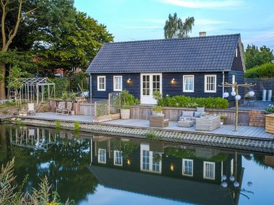 Photo for Romantic renovated cottage with spacious terrace right on the Kromme Rijn