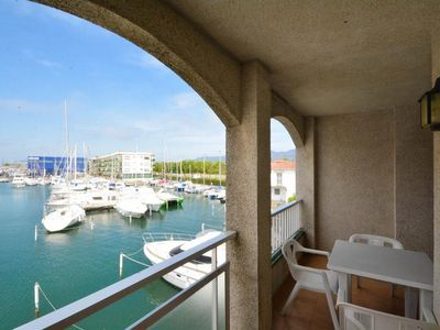 Photo for Apartment with balcony on the canal, 80 meters from the beach. Wifi free!