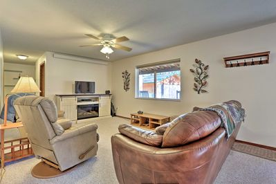 This 3-bedroom, 2-bath vacation rental sleeps up to 6 guests in custer.