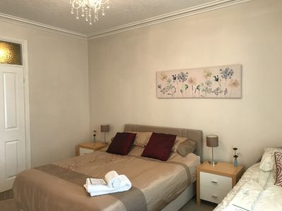 Photo for Central Bakewell, spacious, 3 bedrooms, sleeps 1-7, 1 family bathroom 1 en suite