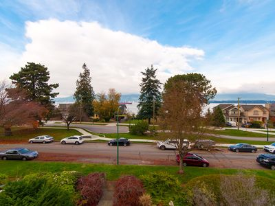 Kitsilano Waterfront Pied-a-Terre With Views on The Seaside Bike Path