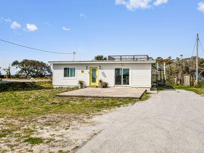 Photo for Cottage w/ocean, Folly River, and marsh views & a rooftop deck
