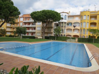 Photo for GRES. Flat at 250m to the beach in Ampuriabrava in residence with swimming pool.