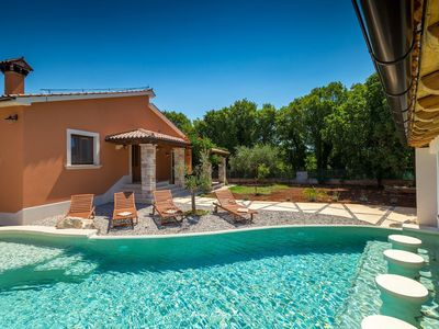 Photo for Charming villa with pool near Pula