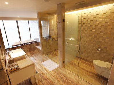 Photo for Modern Spacious Suite with Free Stocked Minibar (TStone Suite5)