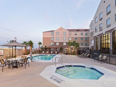 Photo for Free Breakfast Buffet. Pool & Hot Tub Access. Great Location!