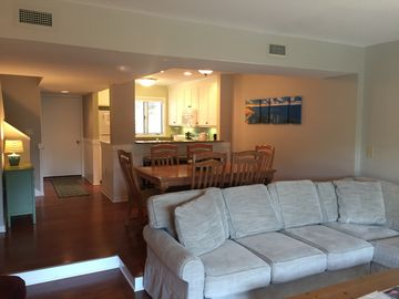 Completely Renovated Windswept Lakeside Villa, Close to beach, Night Heron Park