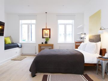 Search 1,200 holiday rentals