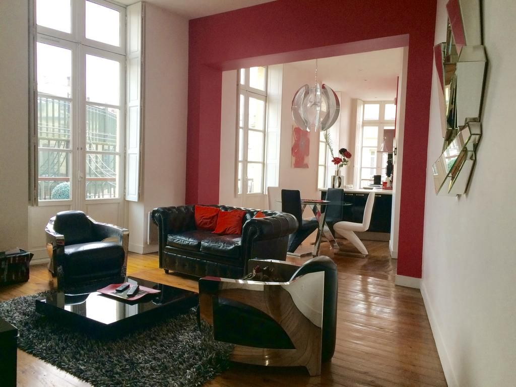 LUXUEUX APPARTEMENT DANS LE TRIANGLE D'OR