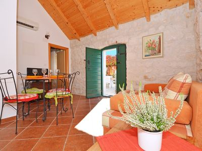 Photo for Villa Maslina 2 - charming rustic one bedroom apartment with garden