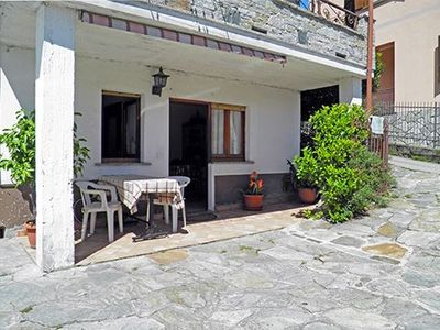 Photo for Holiday home for 2 people with  covered patio, only 50 meters from the lake