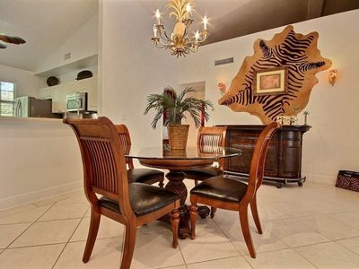 Photo for Charming 2-bedroom with plenty of elbow room