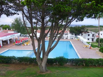 Photo for 2- bed apartment with shared pool close to beach & amenities