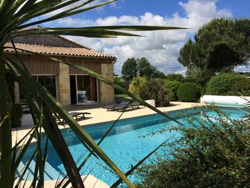 Exceptional near Bordeaux charming spa house, sauna, heated pool