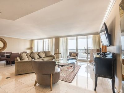 Photo for Downtown Miami 3154 | Luxury 2BR Waterfront Condo | Free Valet Parking