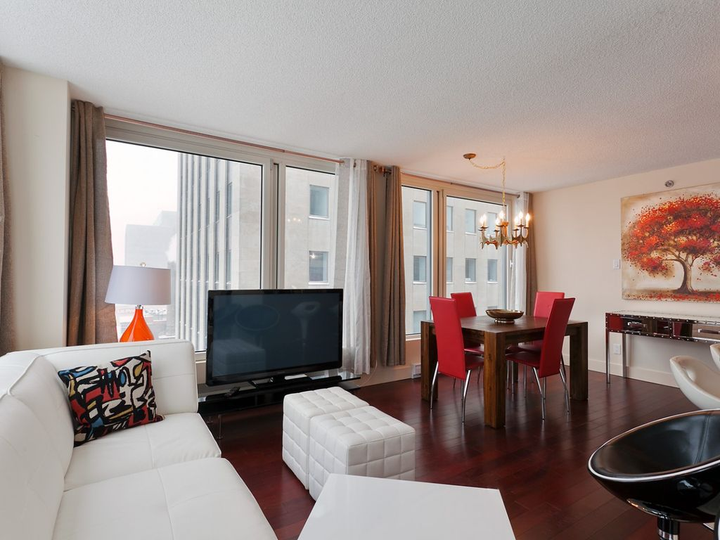 Wonderful 2 bedroom apartment old montreal 2 br for Cabin rentals in montreal canada