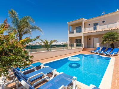 Photo for Villa near the Galé beach with swimming pool and tastefully decorated