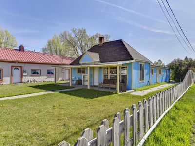 Photo for Sweet and cozy Panguitch cottage! The perfect place to relax after enjoying the quaint town. Lots of