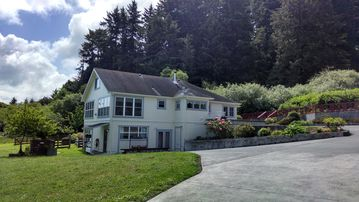 Ferndale BluffHouse --  Farm House sleeps 9; 10 acre former dairy