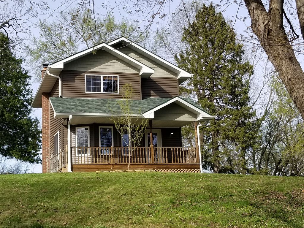 Quaint country home in beautiful pepin wisc homeaway for Lake pepin cabin rentals