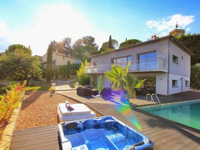 Photo for Architect villa 7 pers pool and Jacuzzi 10min Avignon Gard rating