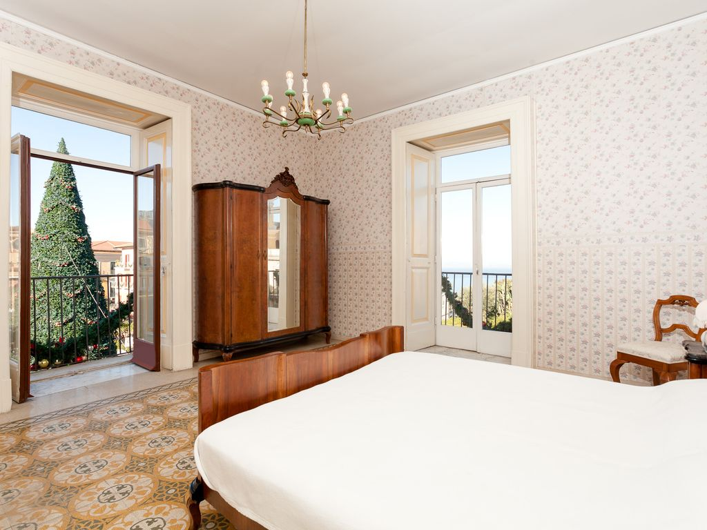 Sorrento Bedroom Furniture Large 3 Bedroom Apartment With View And Homeaway Sorrento