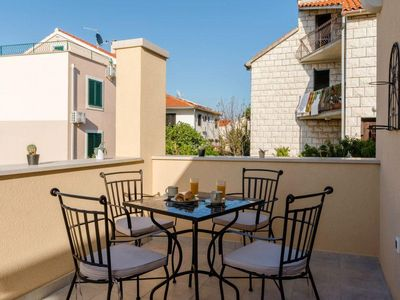 Photo for One bedroom apartment with terrace Supetar (Brač)