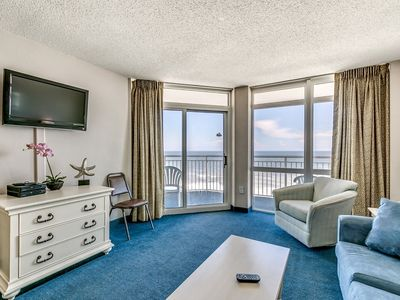 Photo for Bay Watch 812, 2 Bedroom Beachfront Condo, Hot Tub and Free Wi-Fi!