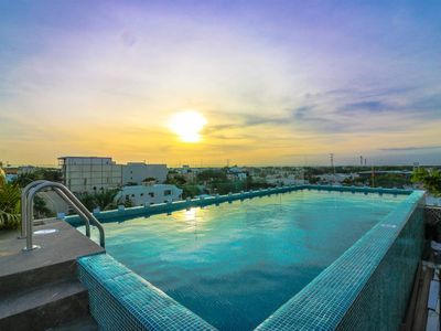 Photo for 204 Cozy 1BR Great Rooftop Pool/Bar Sleeps 4!