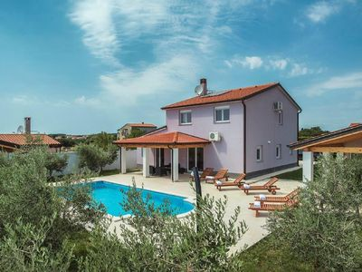 Photo for Holiday house Pula for 7 - 9 persons with 4 bedrooms - Holiday house