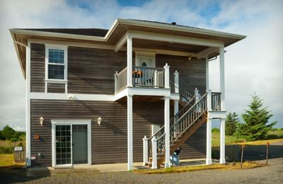 4 queen beds, Ocean view, Pets, pool table, WiFi, BBQ(KGst)