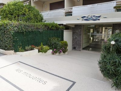 Photo for Close to the beach and the Croisette, 2 bedrooms, parking, wifi, quiet.