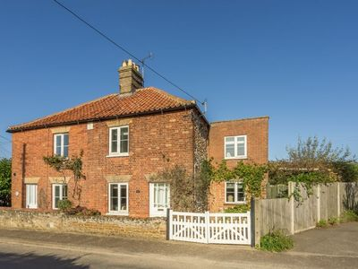 Photo for A pretty Victorian cottage situated in the lovely village of Ringstead