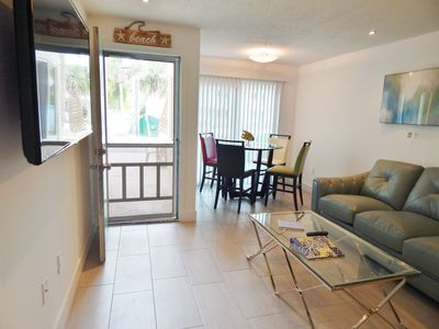 Super clean and Modern Townhouse, Style And Comfort, Steps From PRIVATE Beach
