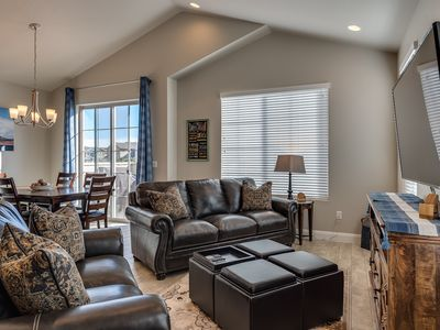 Photo for Free Wi-Fi, heated pool, hot tub, BBQ , Patio, 32 mi. from Zions