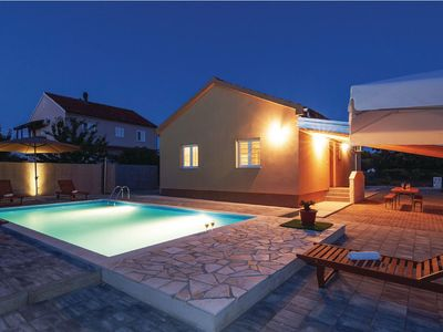 Photo for Modern holiday home with private pool and great roofed terrace !