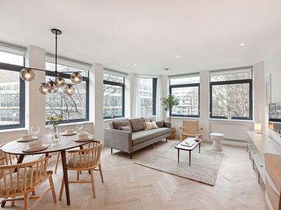 Photo for Stunning Designer 2 Bed, 2 Bath Apartment in Holborn