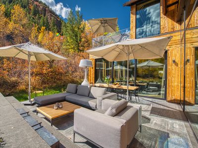 Photo for ✧ Magnificent & Modern Retreat w/ Mountain Views ✧
