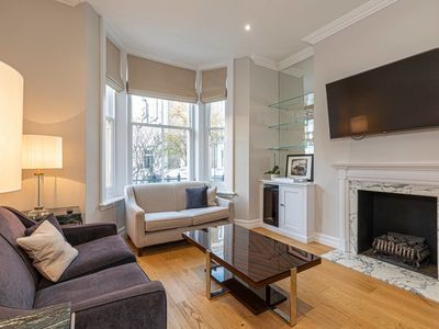 Photo for Elegant 1-bed flat at the heart of Kensington