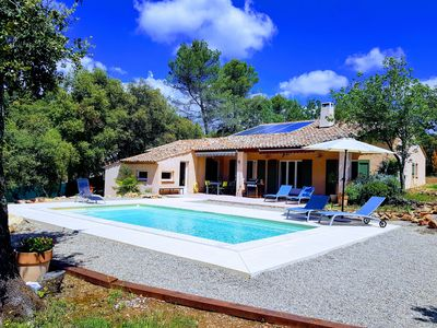 Photo for In the heart of 4600m2 of oaks, quiet: swimming pool, tennis, petanque, private