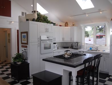 Fully equipped white shaker style kitchen
