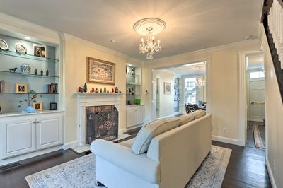 This 3-bedroom, 2.5-bath vacation rental is in the heart of Old Town Alexandria!