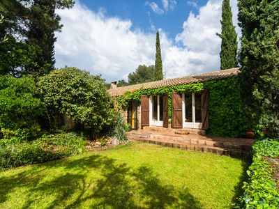 Photo for A nice holiday house with private pool, lovely garden and close to Cassis.
