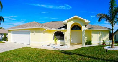 Photo for Wonderful view, located on a wide Canal, large Pool and Lanai, great Location