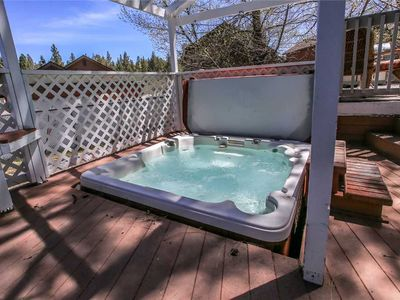 Photo for Bear Snugglin - Walk to Ski Resort! Hot Tub, WiFi, Netflix! FREE 2 hour Bike/Kayak Rental!
