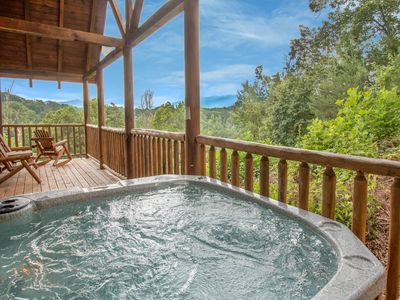 Photo for Close to Heaven, 2 Bedrooms, Sleeps 6, Jetted Tub, Pool Table, Fireplace