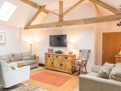 Photo for THE HAUGHMOND, pet friendly in Upton Magna, Shropshire, Ref 988184
