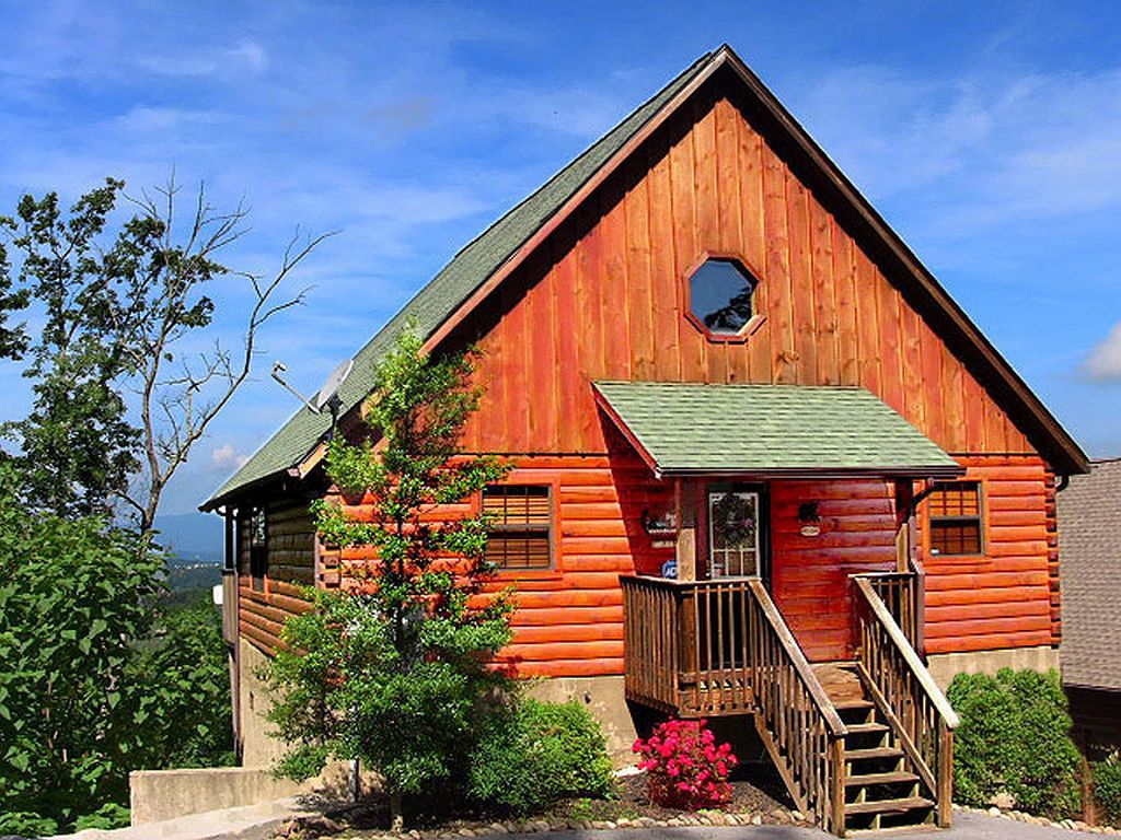 indoor ha in deal from luxury yards with cabin home the bed mountains s ritz area property redneck pool conservation beach cabins image gatlinburg